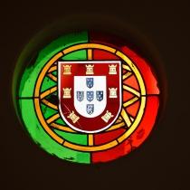 Bandeira e brasão de armas de Portugal